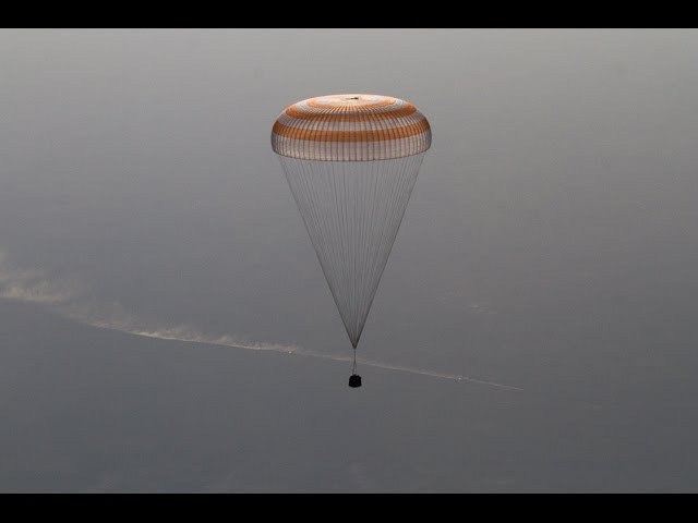 Посадка в Казахстане экипажа МКС-39