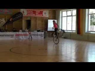 Девушка на велосипеде. HD Качество. Полная версия