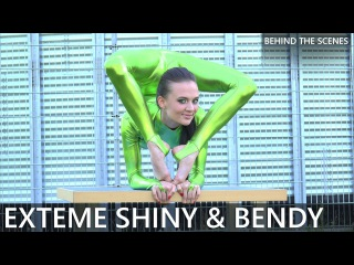Contortion Flexilady Malina / Extreme Shiny & Bendy