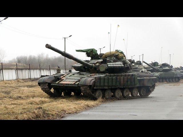 Колони із десятків танків та БМП вишикувалися у Новограді-Волинському - Житомир....