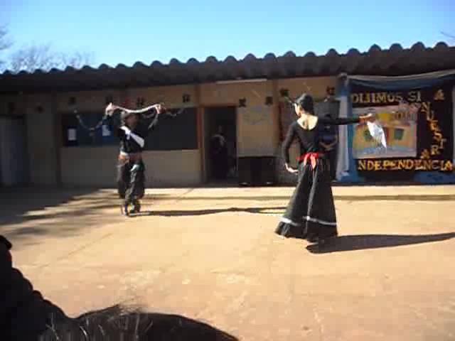 Zamba agitando pañuelos - (Pareja Solista) Academia de Danzas Nativas Osiris Rios