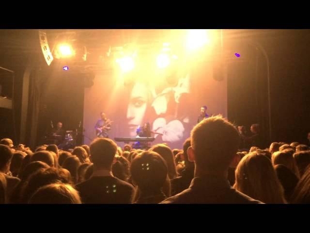 Мария Чайковская - Люблю (Твои глаза подходят к обоям) (Атлас, 17.10.2015, live)