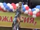 Певица Натали упала во время концерта)))