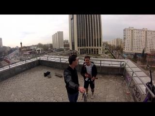 Эндорфин Макс Корж на крыше под укулеле