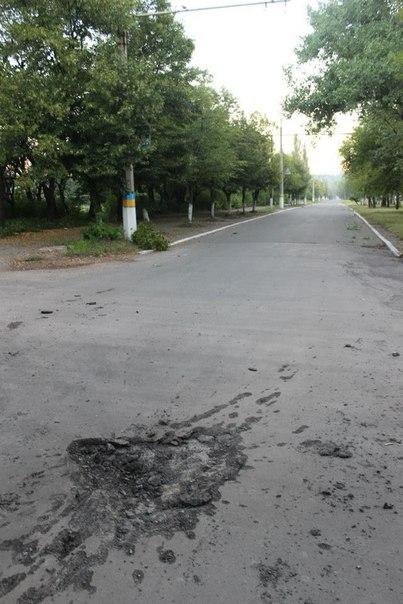 Последствия ночного обстрела города Дзержинска (фотофакт)