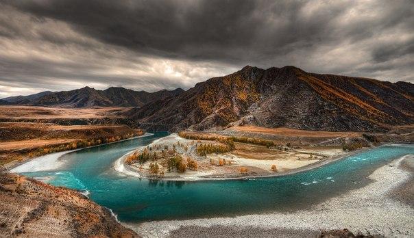 Место слияния Чуи и Катуни, Алтай. Автор фото: Эдуард Гордеев
