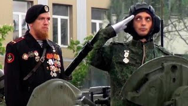 Моторола и Гиви на Параде Победы 9 Мая в Донецке. Народ ликует!