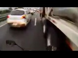 LiveLeak - Crazy biker drives through traffic jam at high speed