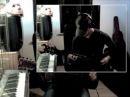 Круто играет на гитаре (Donita Sparks - Headcheck Cover)