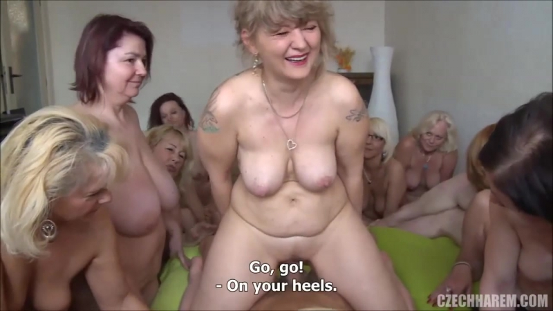 много голых женщн в возрасте оргии пенсионерок мамки пришли потрахаться с малышом milf mature moms