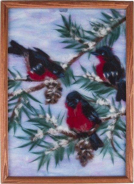 Картина из шерсти снегири от 2 500 руб