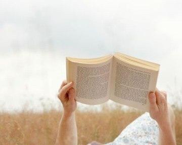 Чтобы чувствовать себя счастливым, мне нужно каждый день получать определенную дозу литературы.