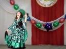 Девочка красиво танцует цыганский танец