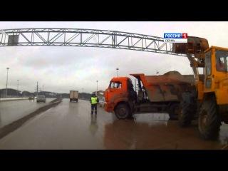 В Перми перевернулся КАМАЗ с песком