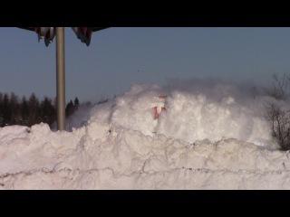 Поезд пробивает снежный покров, мощь, красотища,Канада!