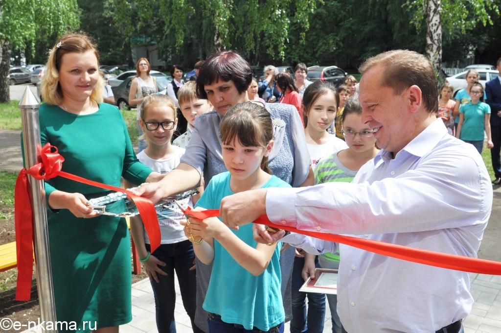 Мэр Нижнекамска после капитального ремонта открыл подростковый клуб «Орбита»