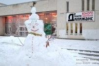 22 декабря 2013 - Лепка снеговиков у театра 'Дилижанс' Тольятти