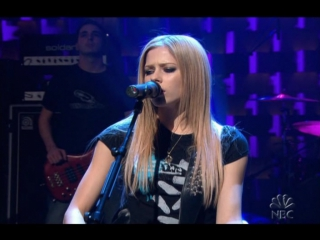 Avril Lavigne - Nobodys Home (Live @ Late Night with Conan OBrien 15.12.2004)