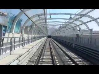 Страньер. 1 серия. Транспорт, Новая линия метро и автобусные остановки.Uno straniero. Mezzi a Roma.