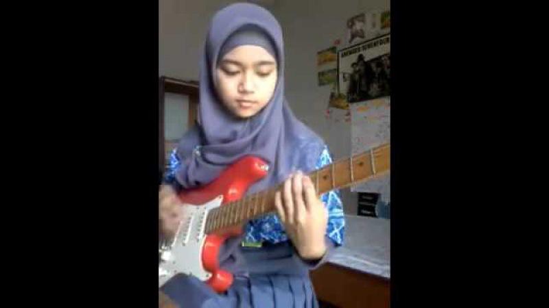 Gadis Tudung Main Gitar Lagu Metal