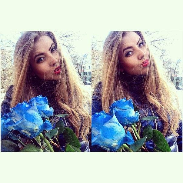 ты смеялась надо мной я просила на свидание синих роз: