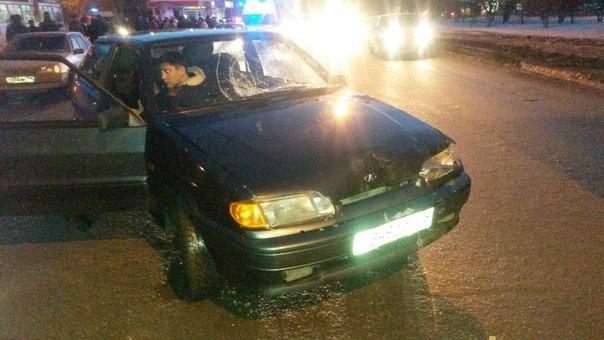 ДТП в Нижнекамске: автомобиль на большой скорости врезался в стоящих на остановке людей