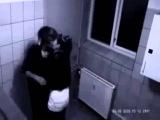 вместо секса девушка жестоко избила парня в туалете скрытая камера