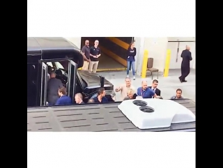 Wentworth Miller is leaving the press conference «COMIC CON – 2015». He smiles and waves to his fans.