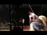 Пьяный мужик в цирке решил покататься на лошади Мега ржач Лучшие приколы 2013 на канале!