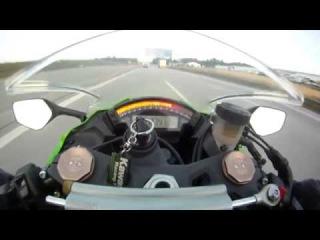 Спортивный мотоцикл на скорости 300 км/ч. Вид из глаз.