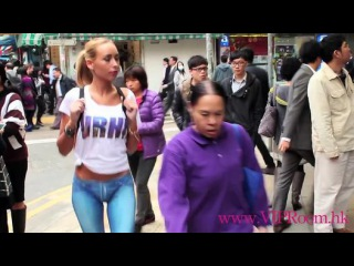 Naked Girl Walks Around HK With No Pants! - Dailymotion video