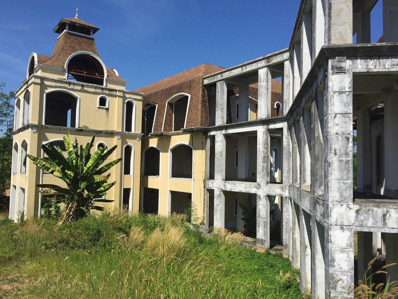 Заброшенный дворец на Пхукете