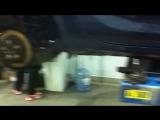 Service Pro Opel Astra J Профессионал меняет тормозные колодки