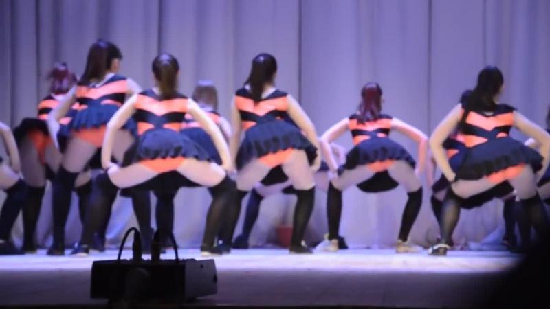 Скандальный тверкинг танец Пчелки и Винни пух Оренбург Оренбургские школьницы Школьные танцы  » онлайн видео ролик на XXL Порно онлайн