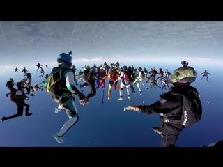 Прыжок 164 человек, вниз головой, с парашютом (Мировой рекорд)