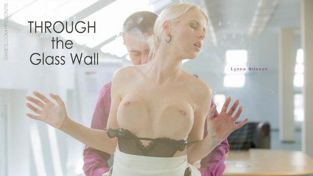 Babes – Through the glass wall – Lynna Nilsson