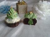 (vk.com/LakomkaVK) Cupcake con al centro albero di natale