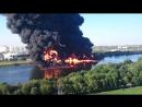 Пожар в Марьино (горит Москва-река).