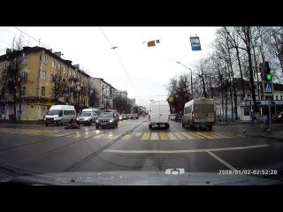 Авария с пешеходом в Твери 12 11 2015  группа: http://vk.com/avtooko сайт: http://avtoregik.ru Предупрежден значит вооружен: Дтп