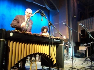 Фрагмент соло на ксилофоне Давида Голощекина на концерте американской певицы Ив Корнелиус в Джазовой филармонии.