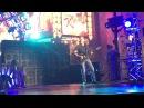 David Lee Roth разбивает себе нос на первой песне Van Halen шоу Jimmy Kimmel  3/30/201