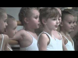 Ч 2. Кругловы Камилла (6 л.) и Эмилия (4 г.) - Открытый урок балета 1 класс