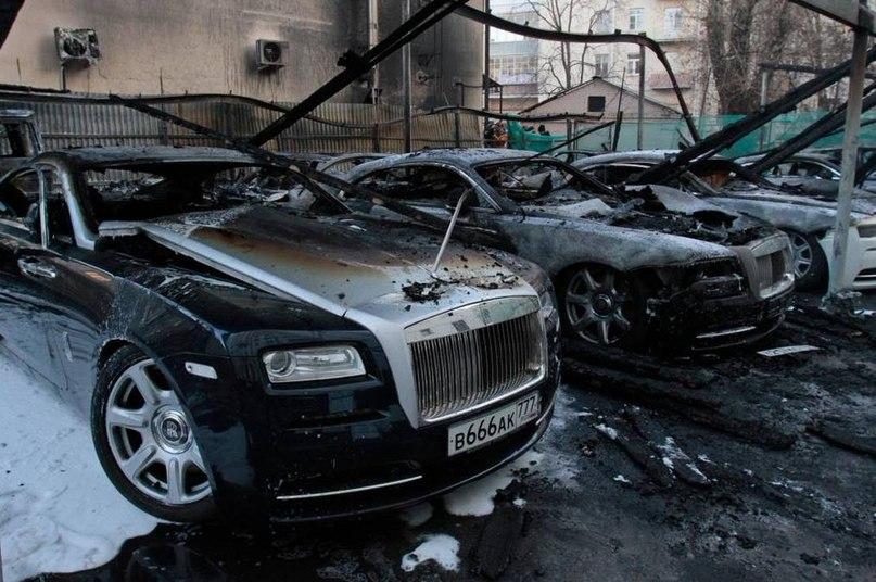 Подростки сожгли машину из любопытства
