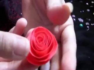 Как сделать розы из бумаги.