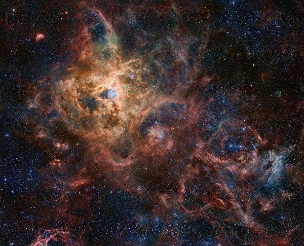 "Царство звезд: гигантская панорама эмиссионной туманности ""Тарантул"""