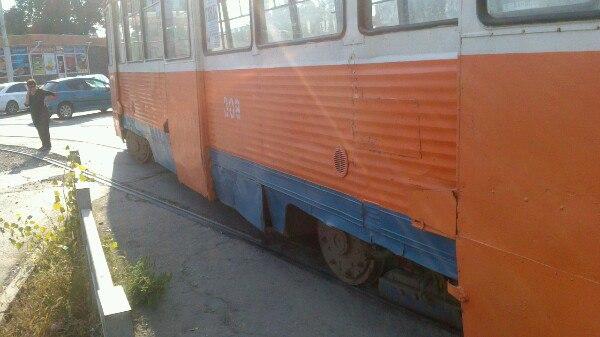 В Таганроге в районе Старого вокзала трамвай №3 сошел с рельсов