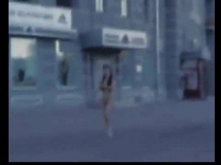 paren-trahaet-v-zadnitsu-balerinu