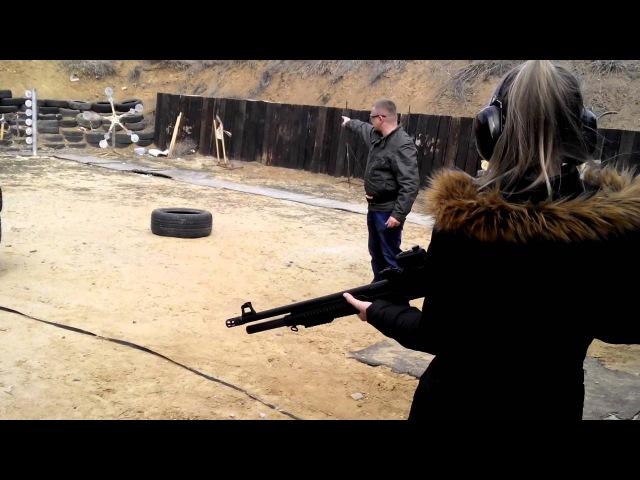 Семейная тренировка с элементами тактики, помповый дробовик Uzkon AS16, стреляет моя младшая дочь.