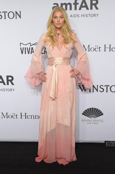 Эльза Хоск нежно розовое струящееся платье Гала-ужин amfAR-2015 в Нью-Йорке