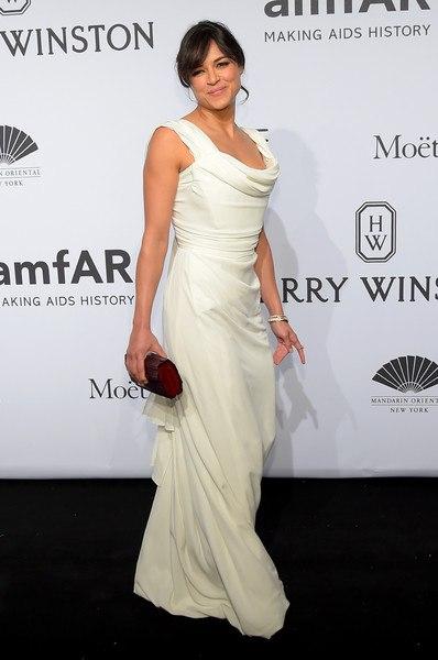 белое шикарное платье в пол